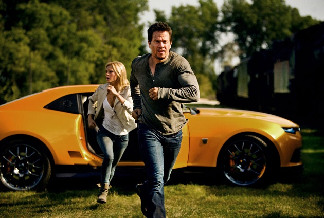 Cade (Mark Wahlberg) and Tessa Yeager (Nicola Peltz) run for their lives. (Yahoo Movies Singapore)