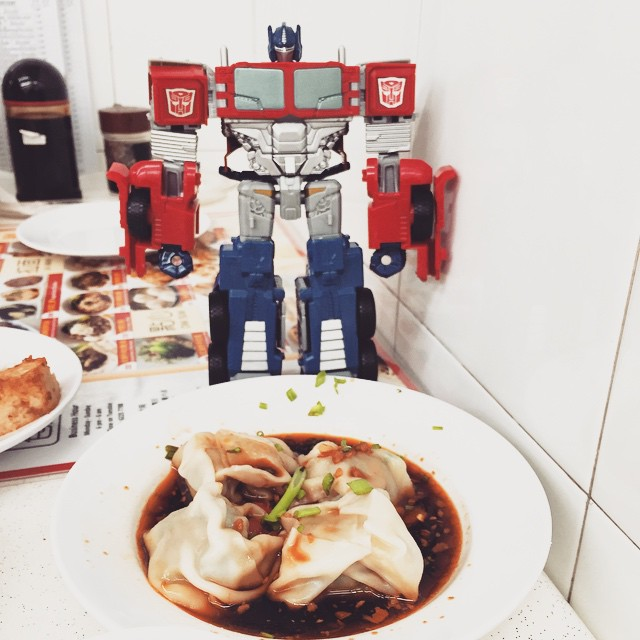 Standing watch over my food #latergram Continue Reading →