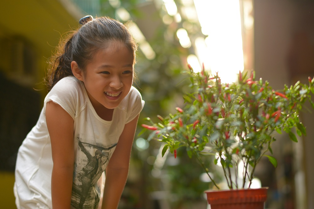 """Sarah (Tan Qin Lin) in """"The Kid from the Big Apple."""" (Shaw Organisation)"""