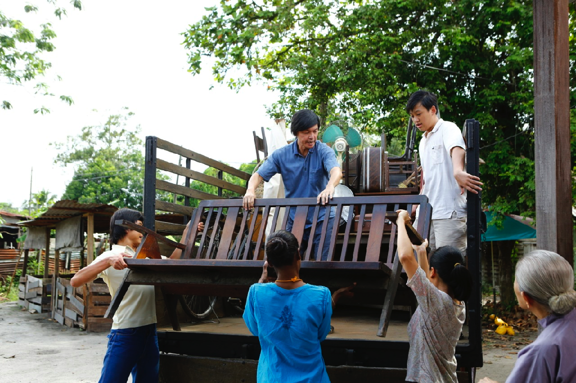 "Ah Kun (Mark Lee) and friends make the great move to HDB flats in ""Long Long Time Ago 2."" (Golden Village Pictures)"