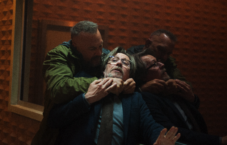 "Jericho takes Quaker (Gary Oldman) hostage in ""Criminal."" (Golden Village Pictures)"