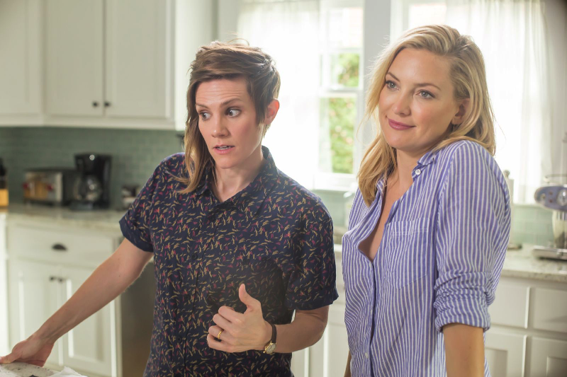 """Jesse (Kate Hudson) and Max (Cameron Esposito) in """"Mother's Day."""" (Shaw Organisation)"""