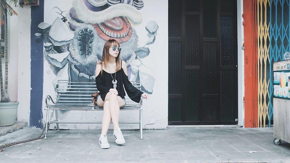 Julie Tan. (Julie Tan 陈欣淇 Facebook Page)
