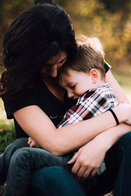 Comfort your child. (Pixabay)