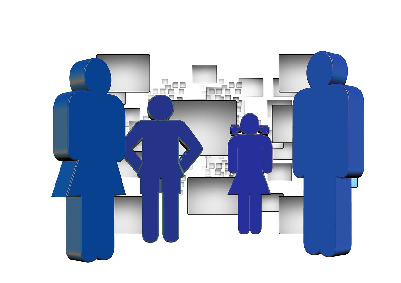 The whole family should be on the same page regarding social media. (Pixabay)