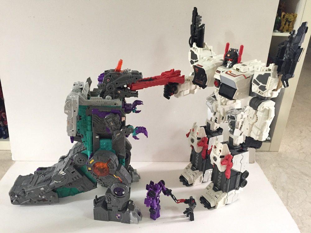 Trypticon vs Metroplex. (Transformers: Titans Return's Trypticon)